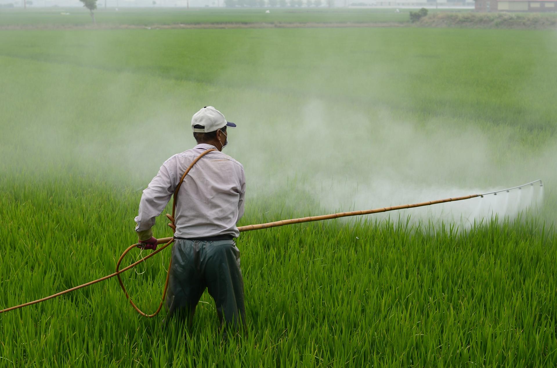 herbicide 587589_1920
